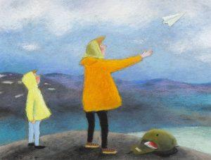 Kristiina Louhen kuvitus Tyttö ja naakkapuu -trilogiaan. Tyttö ja äiti seisovat rantakalliolla ja lähettävät lennokin ilmaan.