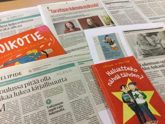Lehtiä, joissa on artikkeleita lukemisesta, näkyvissä otsikko Koulussa pitää olla aikaa lukea kirjallisuutta. Kirja Haluatteko nähdä tähden?