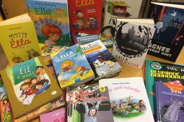 Suomalaisia eri kielille käännettyjä lastenkirjoja.