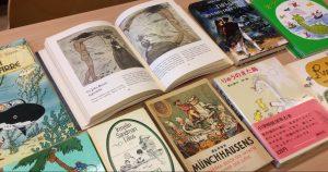 Meriaiheisia kirjoja Tove Janssonin kotikirjastossa.
