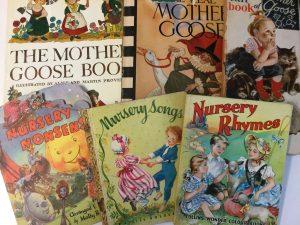 Englanninkielisiä lastenkirjoja, mm. Nursery Nonsense, Nursery Songs ja Nursery Rhymes.