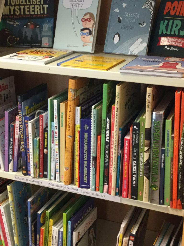 Käännettyjä tietokirjoja lapsille ja nuorille.