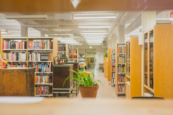 Lastenkirjainstituutin kirjastosali.