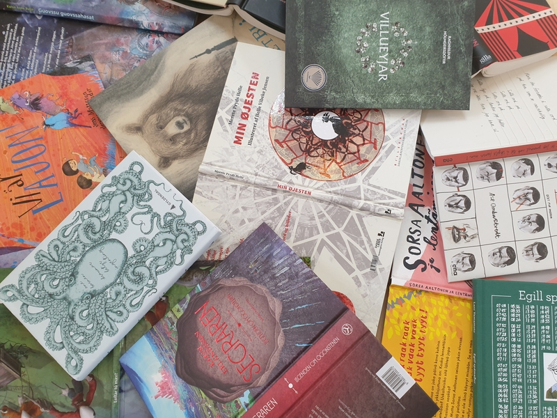 Kirjakasassa kaikki Pohjoismaiden neuvoston lasten- ja nuortenkirjallisuuspalkinnon ehdokkaat vuonna 2020.